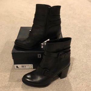 Black Leather Naturalizer Karlie Short Boots